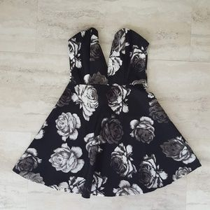Tobi Strapless Plunging Neckline Skater Dress XS